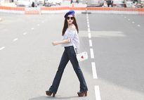 Đồ denim lên ngôi trong street style sao, hot girl tuần qua