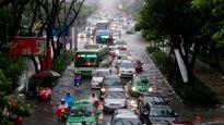 Nhiều con đường quanh sân bay Tân Sơn Nhất ngập trong cơn mưa cuối mùa