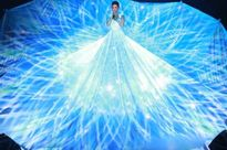 Tóc Tiên diện váy 3D khổng lồ