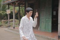 """Cha con Hoài Linh gây cười với tạo hình """"ngố tàu"""""""