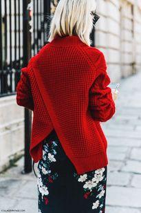 Thêm điểm nhấn giúp làm mới chiếc áo len trơn màu quen thuộc