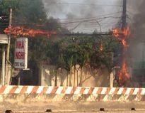 Hoảng loạn vì đường điện trước tiệm phở bỗng dưng phát hỏa