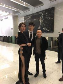 """Mỹ nam Kim Jae Won """"lén nhìn"""" vẻ gợi cảm Ngọc Trinh tại sự kiện ở Hàn Quốc"""