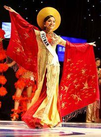 9 trang phục dân tộc tốn nhiều giấy mực của người đẹp Việt