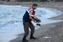 """Cha """"cậu bé Syria chết trên bờ biển"""" chính thức được nhập cư vào Canada"""