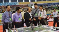Sôi nổi sân chơi Robothon Quốc tế 2015