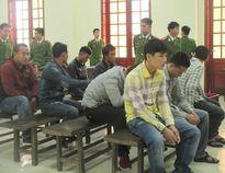 Nhóm 23 người ném mìn vào lễ ăn hỏi đêm noel lãnh án tù