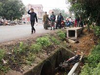 Thi thể người phụ nữ dưới mương nước cùng chiếc xe máy