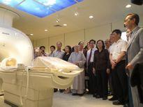 Tặng máy MRI 33 tỉ đồng giúp khám, điều trị cho người nghèo
