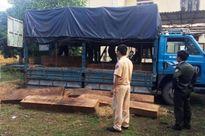Thừa Thiên-Huế phát hiện thêm xe ô-tô vận chuyển gỗ quý qua quốc lộ 1A
