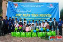 Đoàn thanh niên Co.opmart trao quà cho 20 học sinh nghèo vượt khó