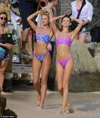 Hai thiên thần Victoria's Secret khoe đường cong 'gây mê'