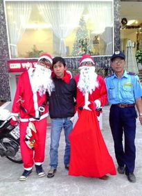 Hốt bạc với dịch vụ cho thuê... ông già Noel