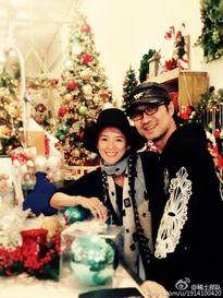 Khoảnh khắc đầm ấm của sao Hoa ngữ bên gia đình trong đêm Giáng Sinh