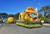 Đà Lạt choáng ngợp xe hoa rực rỡ sắc màu