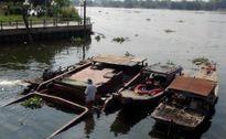 Tin tức xã hội ngày 3/1: Trục vớt sà lan 200 tấn bị chìm ở Sài Gòn