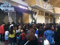 Giới trẻ xếp hàng từ 4h chiều chờ vào show Sơn Tùng