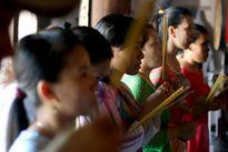 Dân huyện đảo Trường Sa lên chùa cầu bình an