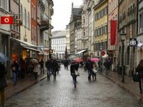 Kinh tế Eurozone tiếp tục phục hồi bất chấp nhiều rủi ro