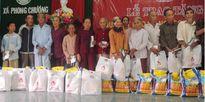 Huế: Ngân hàng Chính sách xã hội trao quà Tết cho hộ nghèo, gia đình chính sách.