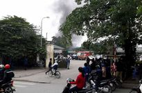 Gara ôtô bốc cháy, xe Kia bị thiêu rụi