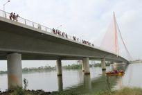 Đà Nẵng: Hàng chục cảnh sát lặn xuống sông tìm tang vật vụ án