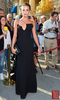 """Một năm váy áo đa sắc của """"Cô gái Đan Mạch"""" - Alicia Vikander"""