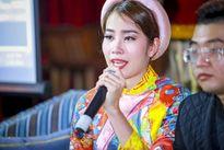 """Hoa khôi Nam Em bật khóc khi trình làng MV """"Tết sang"""""""