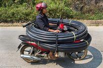 Muôn kiểu chở hàng cồng kềnh ở Việt Nam
