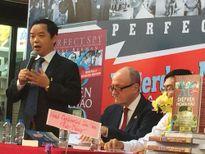 Tác giả 'Điệp Viên Hoàn Hảo' muốn trở thành giáo sư sử học Việt Nam
