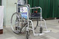 Sinh viên Việt sáng chế xe lăn thông minh, robot dùng smartphone