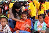 """""""Tết ấm tình thương"""" trao 10.000 phần quà Tết cho trẻ em nghèo"""