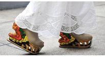"""Ngỡ ngàng trước văn hóa Việt ẩn giấu trong những """"đôi giày rồng"""" kì công"""
