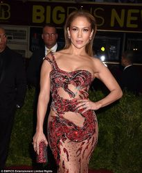Jennifer Lopez bất ngờ phủ nhận tin đồn đính hôn