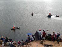 50 người tìm 2 vợ chồng bị chìm ghe, mất tích khi hái đót bán Tết
