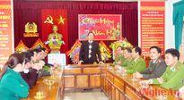 Lãnh đạo tỉnh tặng quà Tết tại Con Cuông