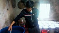Dân hoang mang vì nước sạch bốc mùi thuốc tẩy