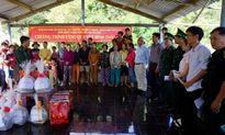 Gần 200 phần quà Tết cho xã đảo Vạn Thạnh