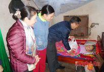 Đại biểu Quốc hội tỉnh tặng quà Tết cho các hộ nghèo ở Quỳnh Lưu