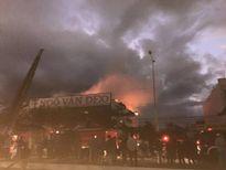 Cửa hàng gỗ cháy 4 tiếng, thiệt hại hơn 1 tỷ đồng