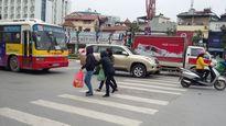 """Hà Nội: Người dân vẫn """"ngơ ngác"""" với quy định phạt người đi bộ"""