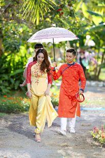 Phan Hiển ân cần chăm sóc Khánh Thi, đưa con trai đi chụp ảnh áo dài