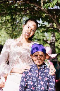 Lan Khuê mang Tết đến với những người nghèo Ninh Thuận