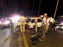 Tiền Giang: Đâm nhau với xe tải, ô tô con văng bánh trên cầu