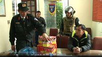 Giấu 12 kg pháo nổ trong va li du lịch