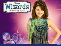 Selena Gomez chia sẻ về những mảng tối khi là ngôi sao của Disney