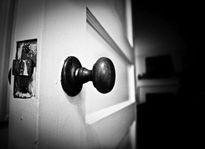 Đề phòng trộm cắp vào nhà khi đi vắng lâu ngày