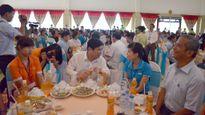 Hơn 600 công nhân nhận quà tết, vui chơi miễn phí