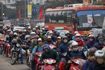Người Hà Nội - Sài Gòn hối hả về quê nghỉ Tết sau buổi làm việc cuối cùng của năm