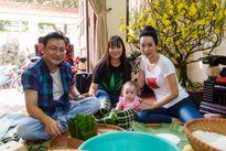 Gia đình Trịnh Kim Chi sum vầy gói hơn 70 chiếc bánh chưng